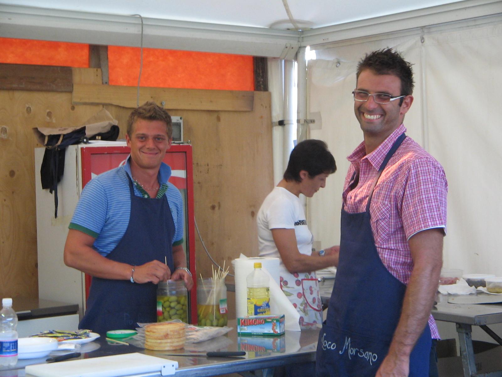 Area giovani4-Al lavoro in cucina
