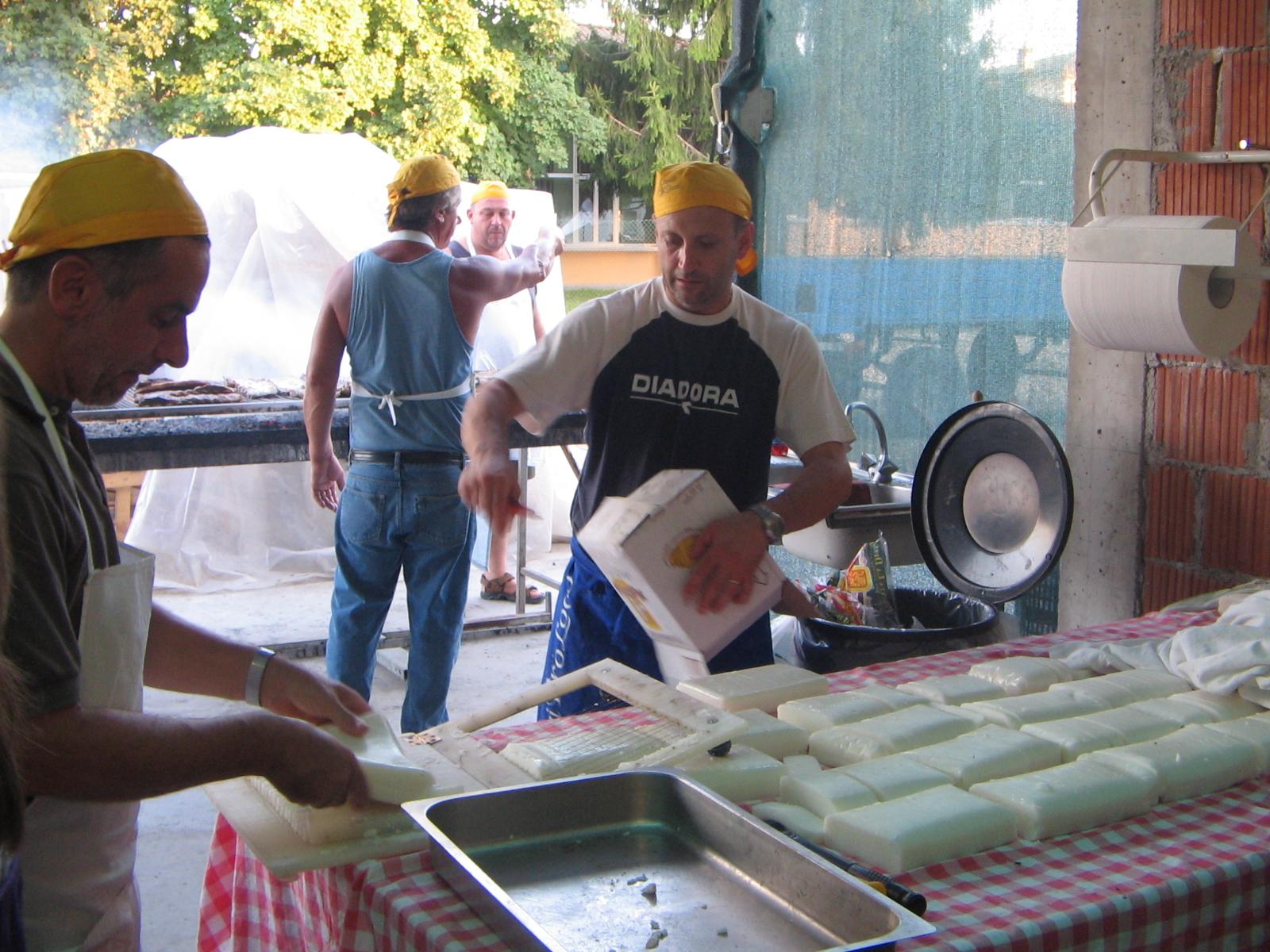 Sagra9-Si prepara la polenta